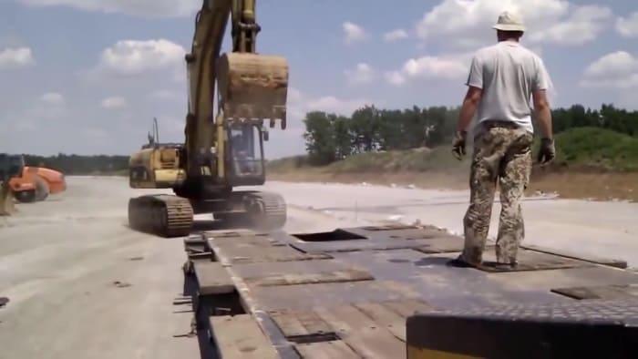 Доставка автотранспортом техники на гусеничной базе