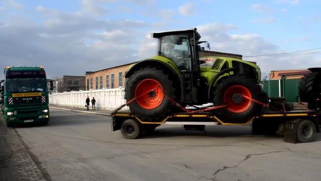 traktor-221