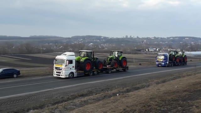 Перевозка тракторов тралом