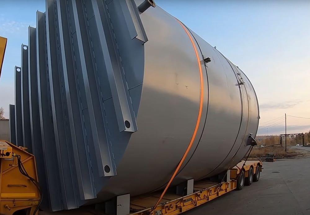 Крупногабаритное оборудование готовое к транспортировке
